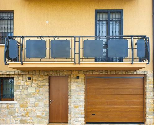 Ringhiera in ferro balcone con decorazioni