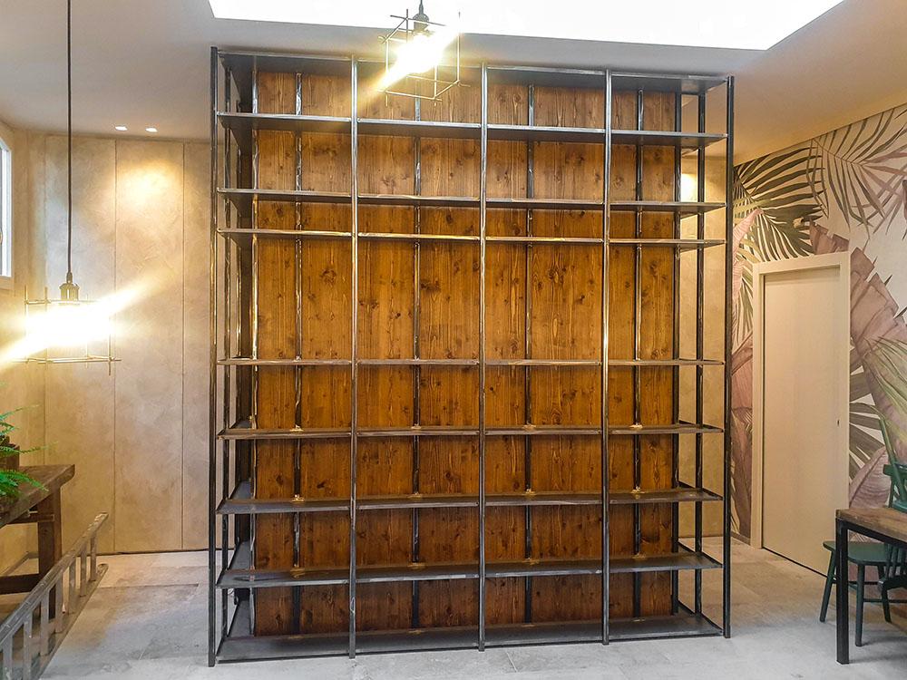 Scaffale portabottiglie in ferro e legno - struttura